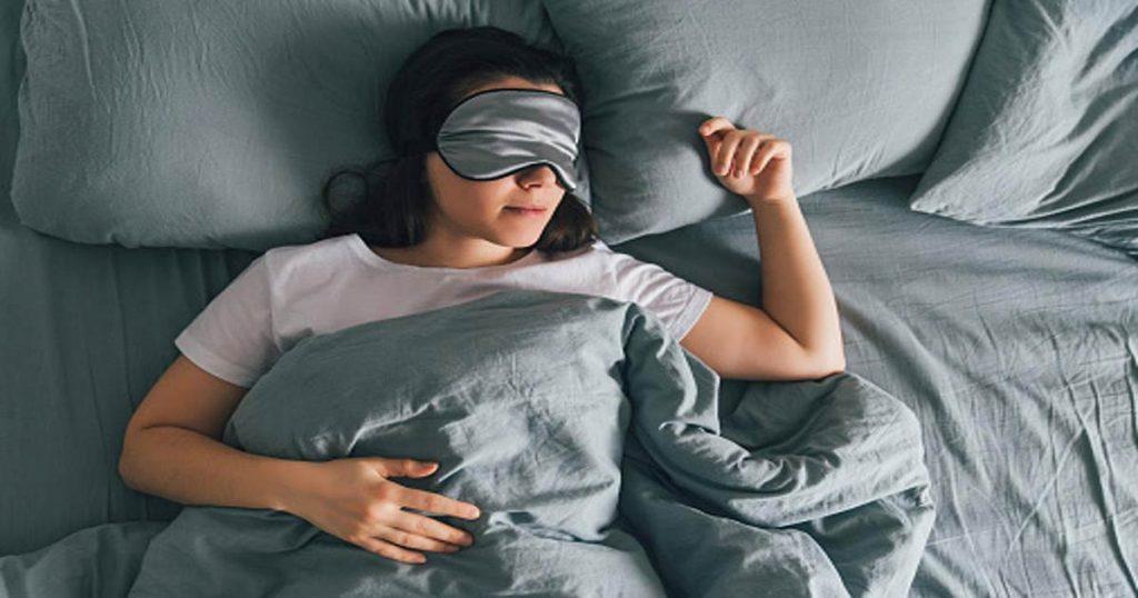 Sfaturi care te ajuta sa dormi mai bine pe timpul noptii